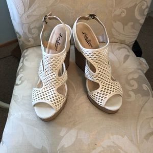 Lucky Brand wedges Size 10 off-white